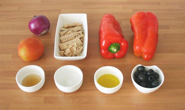 Mise en place para preparar una ensalada de pimientos