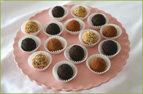 Decorar trufas de chocolate negro