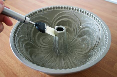 Engrasar el molde del bundt cake