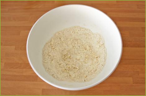 Mezclar la mantequilla y la harina para hacer galletas