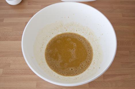 Añadir el café a la masa