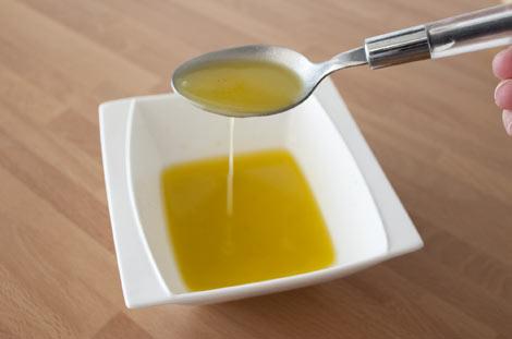 Preparar la vinagreta para la ensalada de alubias