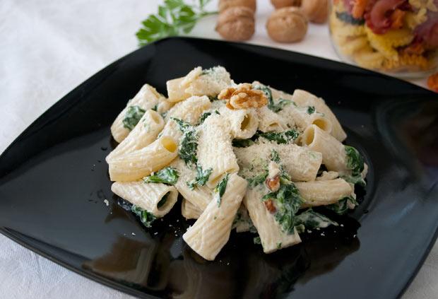 Receta de pasta con espinacas y queso ricotta fácil y rápida