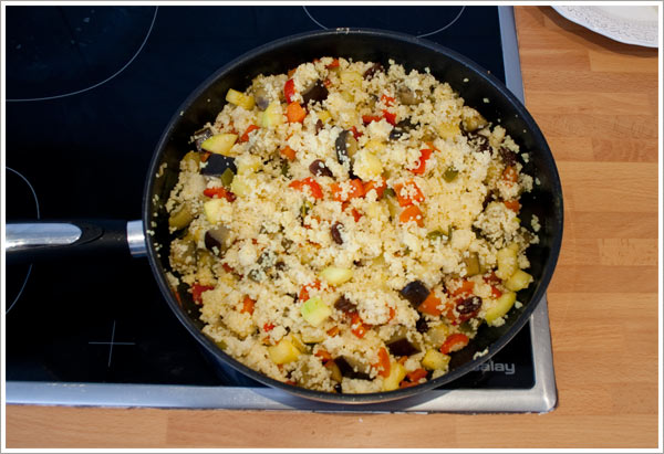 Mezclar las verduras con el cous cous y añadir las especias