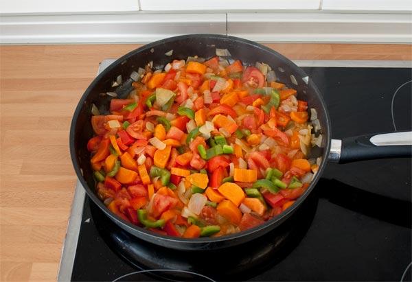 Lavar, cortar y pochar bien las verduras