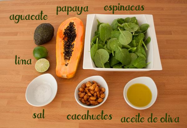 Ingredientes para hacer una rica ensalada de papaya y aguacate fácil