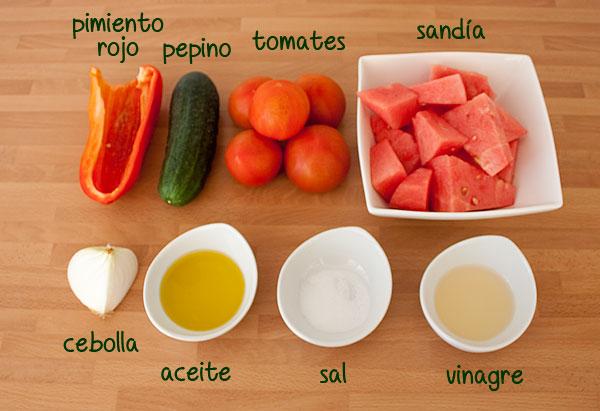 Ingredientes para hacer una receta de gazpacho de sandía fácil y rápida