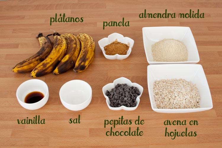 Ingredientes para hacer galletas de avena y plátano veganas