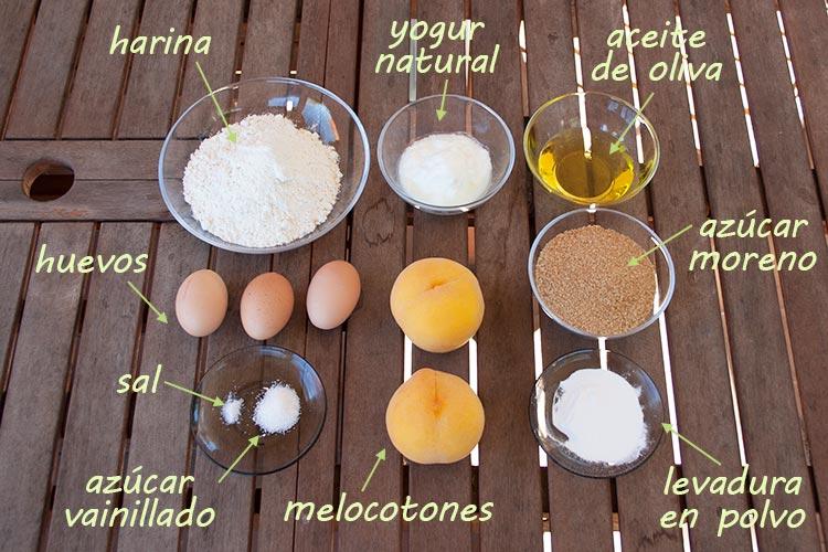 Ingredientes del bizcocho de yogur y melocotón