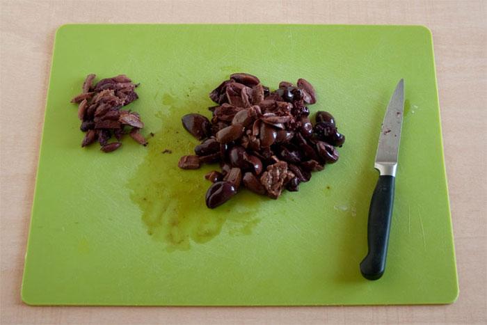 Deshuesar las aceitunas negras