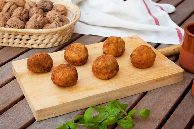 Receta para hacer croquetas de berenjena y queso azul