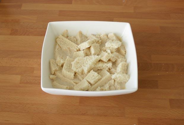 Remojar el pan en la leche