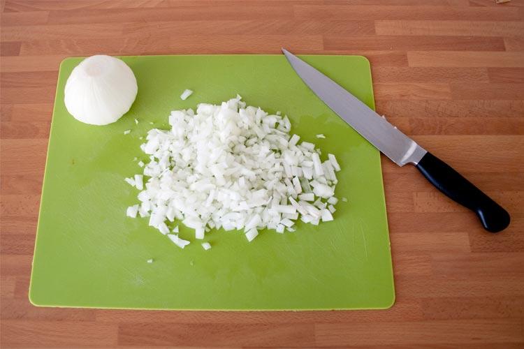 Trucos y consejos para cortar cebolla sin llorar