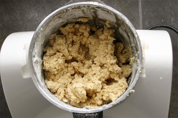 Finalmente, añadir la harina y el chorrito de leche