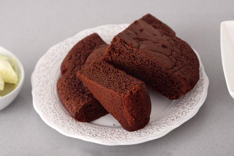 Bizcocho de chocolate sin gluten ni lácteos para hacer los cake pops