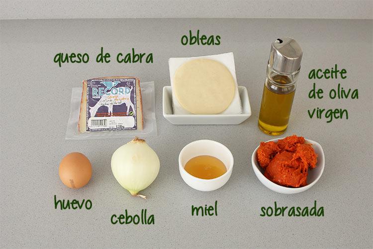 Ingredientes para hacer empanadillas de sobrasada, queso y cebolla caramelizada