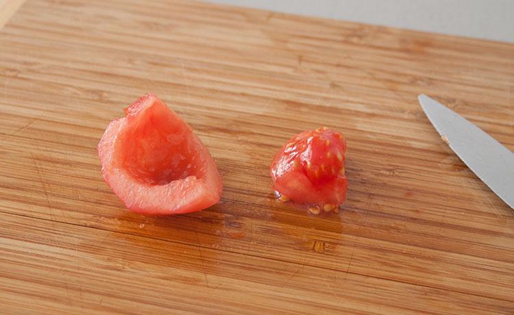 Quitar las semillas del tomate concassé