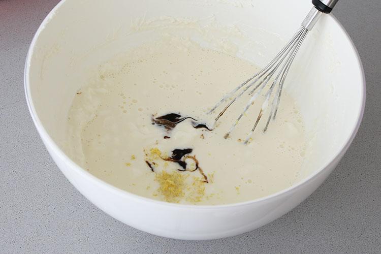 Mezclar los ingredientes de la tarta de queso