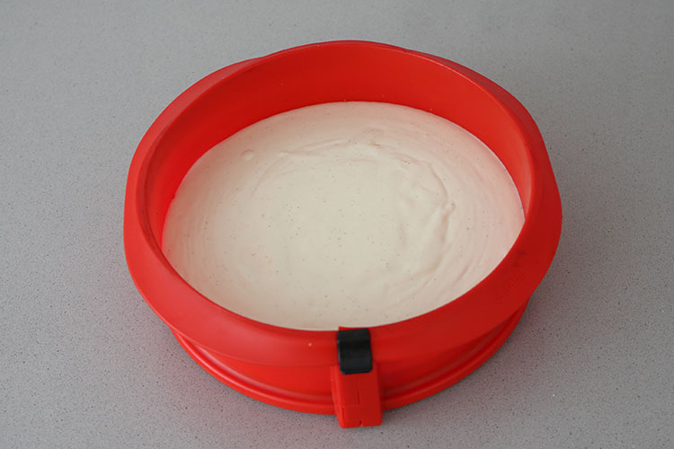 Crema en molde de tarta de queso sin horno