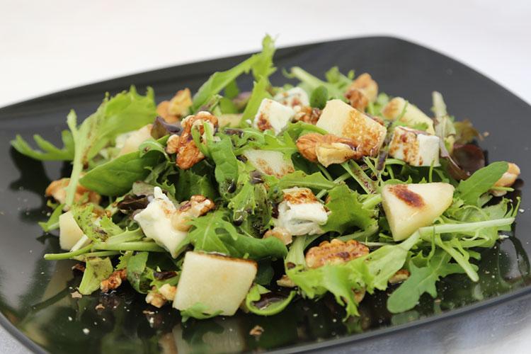 Ensalada de pera y queso gorgonzola