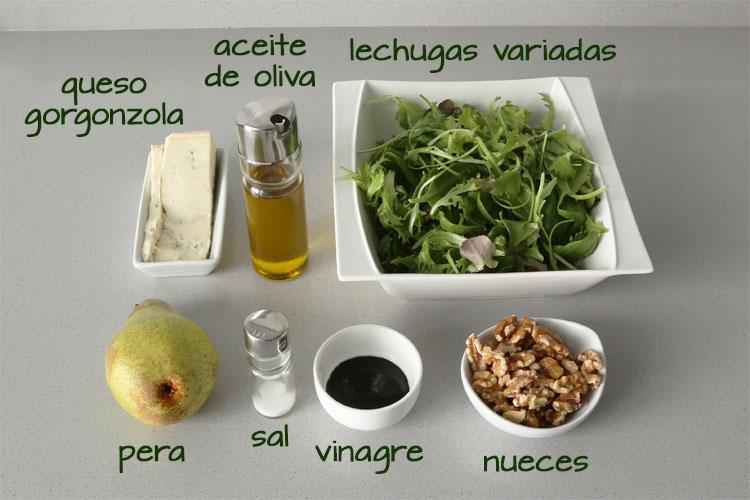Ingredientes para hacer ensalada de pera y queso gorgonzola
