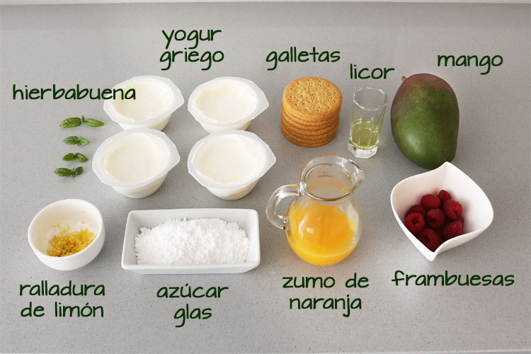 Ingredientes para hacer vasitos de yogur y mango