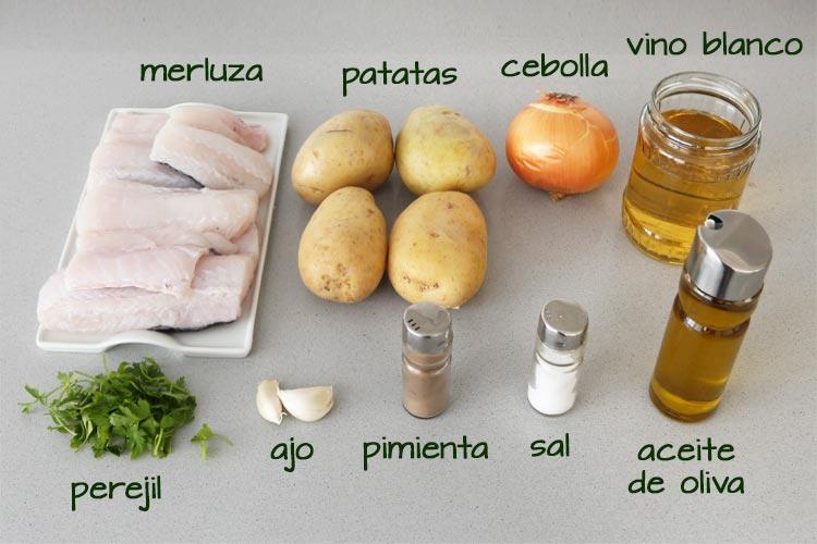 Ingredientes para hacer merluza al horno con patatas panaderas