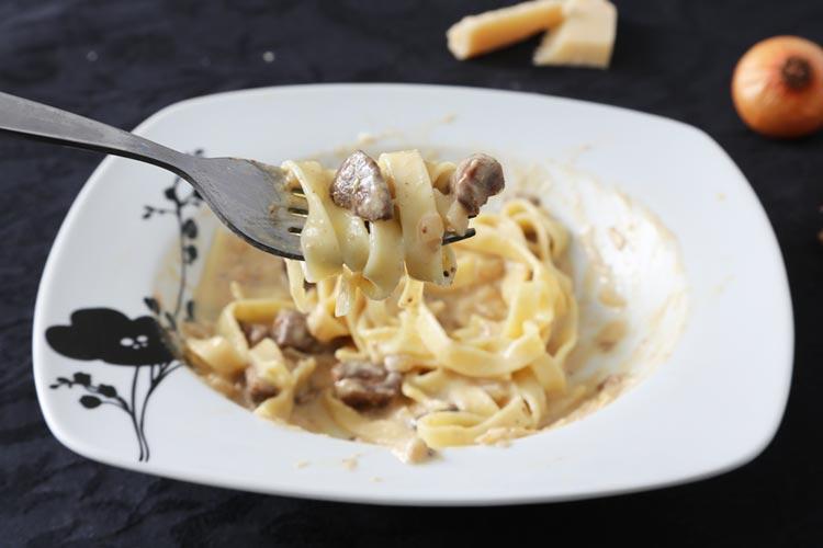 Pasta con salsa de boletus y foie fácil
