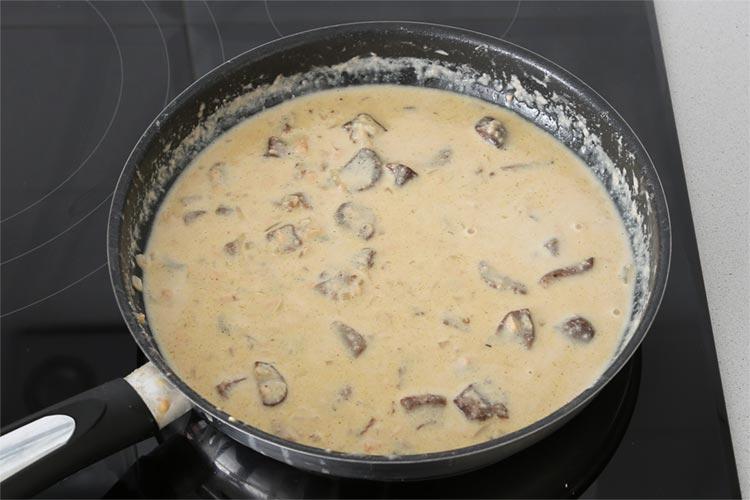 Reducir y ya está lista la salsa de foie y boletus