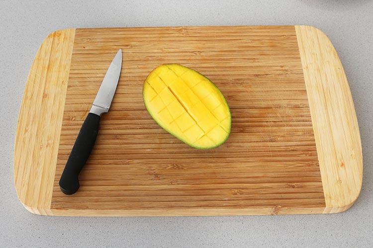 Realizar cortes en la superficie del mango