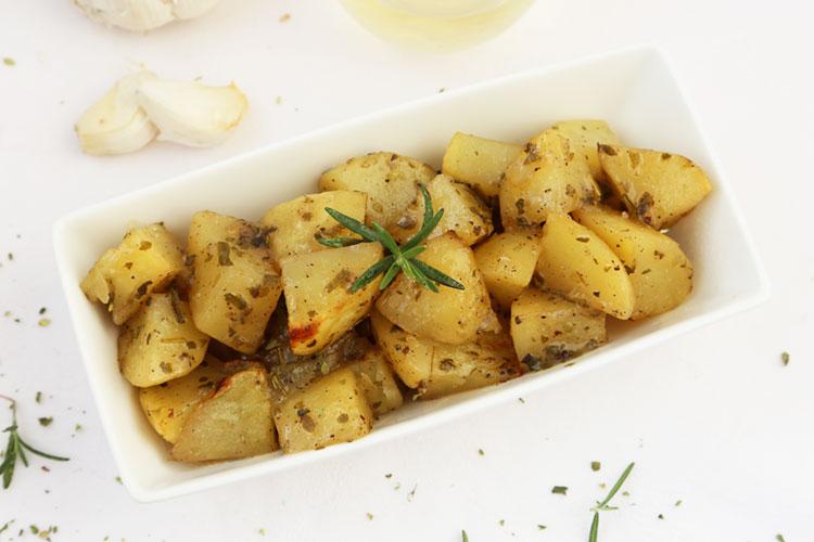 patatas al horno para servir como guarnición
