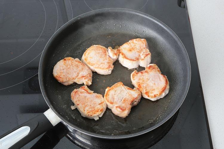 Cocinar el solomillo de cerdo en la plancha