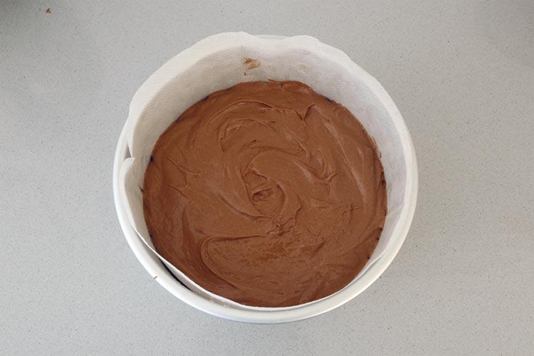 Verter la masa en el molde y hornear