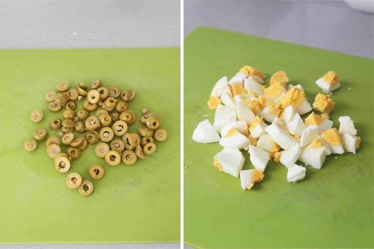 Partir las aceitunas y los huevos cocidos