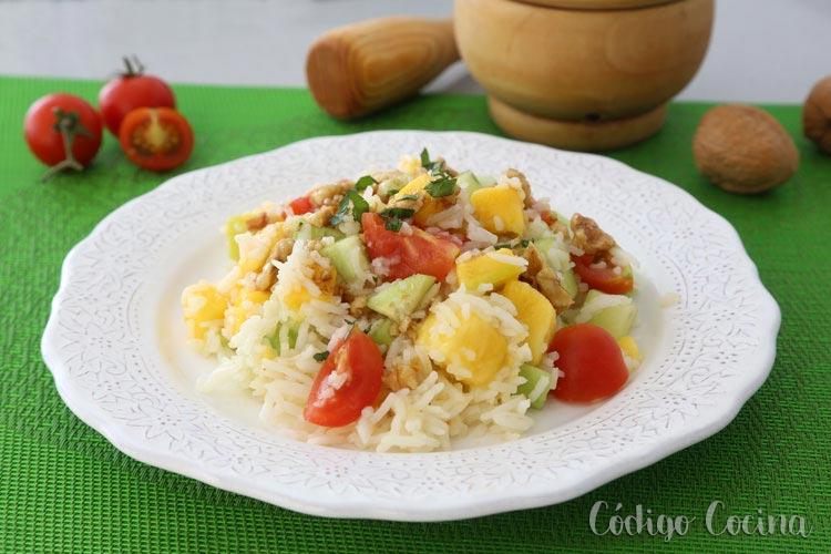 Ensalada de arroz, mango y pepino