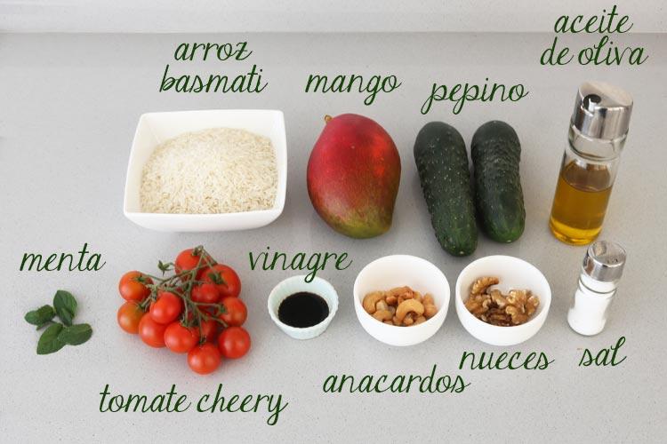 Ingredientes para hacer ensalada de arroz, pepino y mango