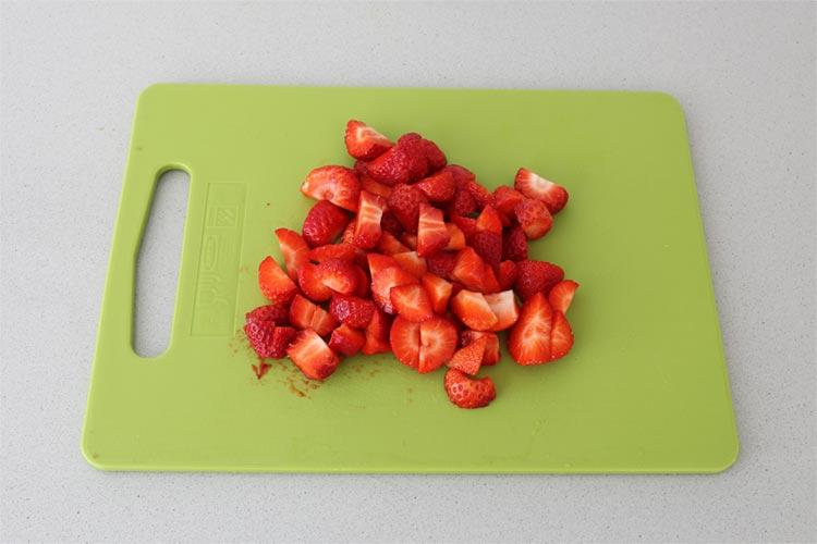 Lavar y cortar las fresas
