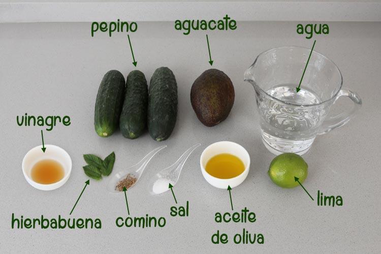 Ingredientes para hacer crema fría de pepino y aguacate