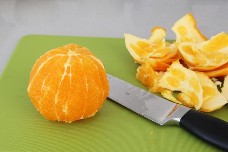 Pela la naranja al vivo