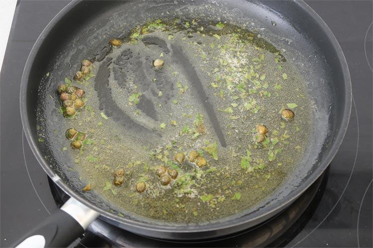 Terminar la salsa meunière y emulsionar
