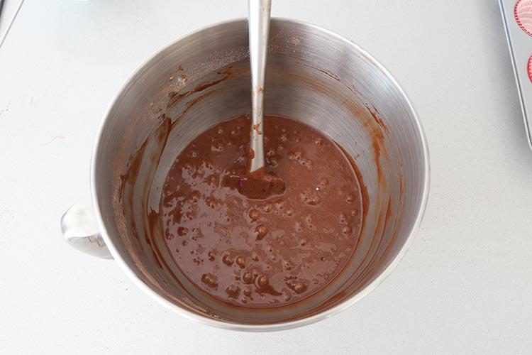 Mezclar los ingredientes secos de las magdalenas de chocolate