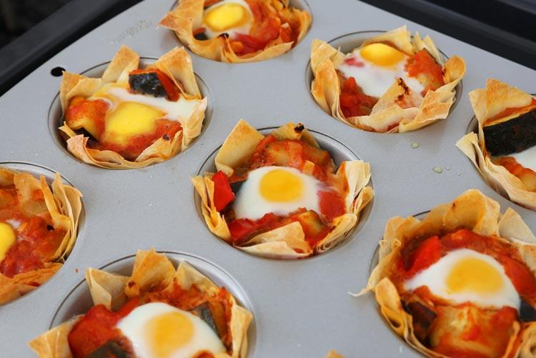 Hornear las cestitas con el pisto hasta que el huevo se cuaje
