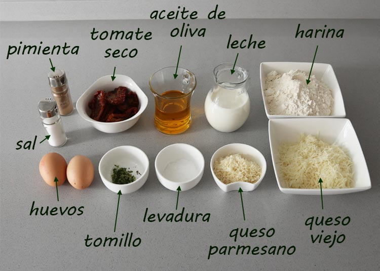 Ingredientes para hacer muffins de queso y tomate seco