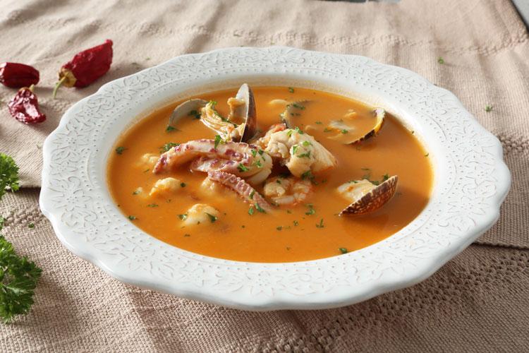 Cómo hacer sopa de pescado para Navidad