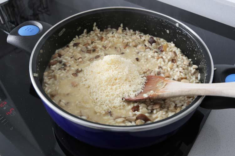 Añadir el queso parmesano