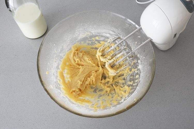 Añadir la masa y mezclar bien