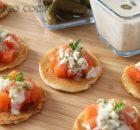 Blinis de salmón con salsa tártara