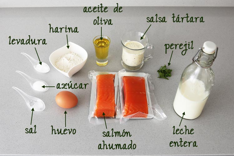 Ingredientes para hacer blinis de salmón y salsa tártara