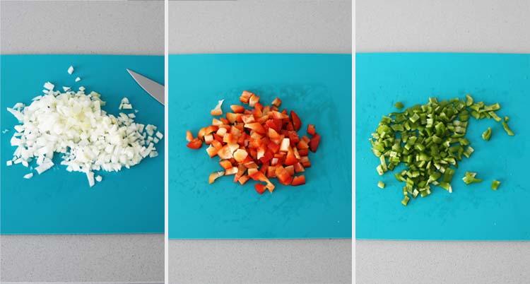 Cortar las verduras en trocitos pequeños