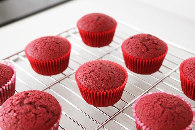 Hornear los cupcakes